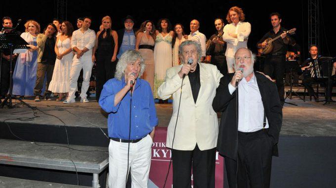 Η μεγάλη γιορτή για τα 85 χρόνια του Μίκη Θεοδωράκη θέατρο Λυκαβηττού