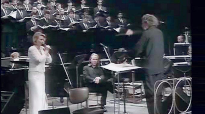 Ο Μίκης Θεοδωράκης με το Canto General στο Teatro Monumental  στο Σαντιάγκο της Χιλής
