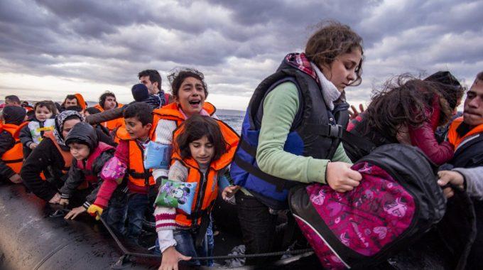 Παρέμβαση Μίκη Θεοδωράκη για το προσφυγικό: Το Άουσβιτς της Ευρώπης